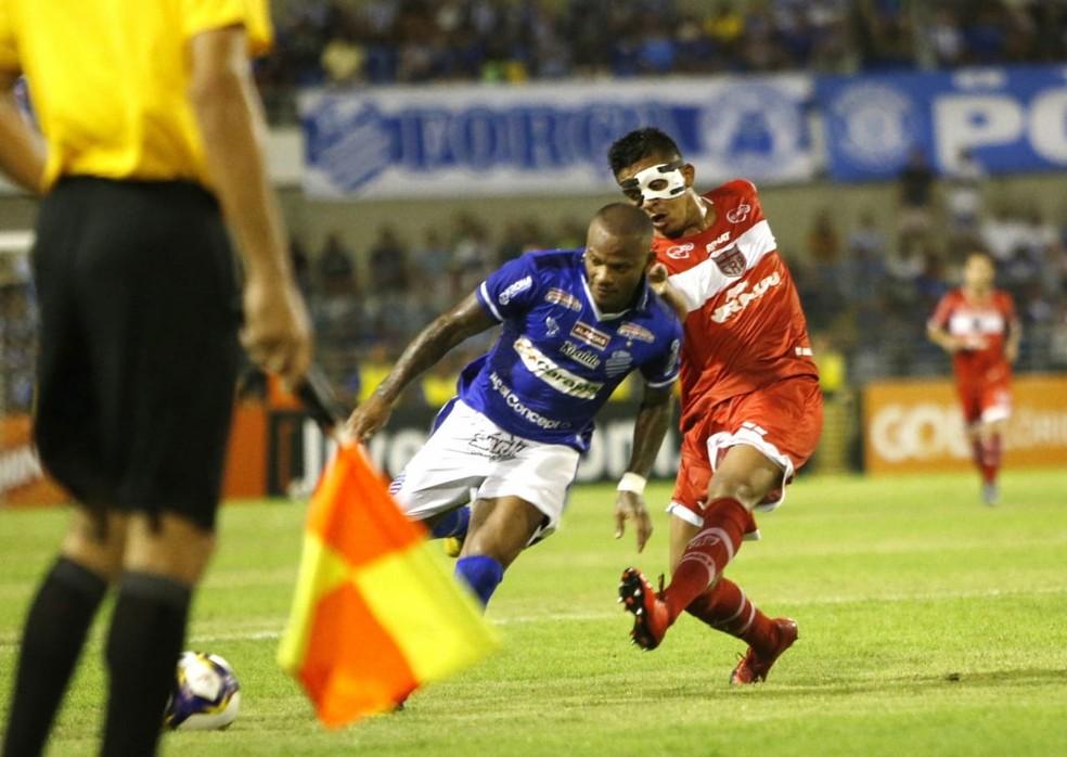 Manga Escobar no duelo com o CRB — Foto: Ailton Cruz/Gazeta de Alagoas