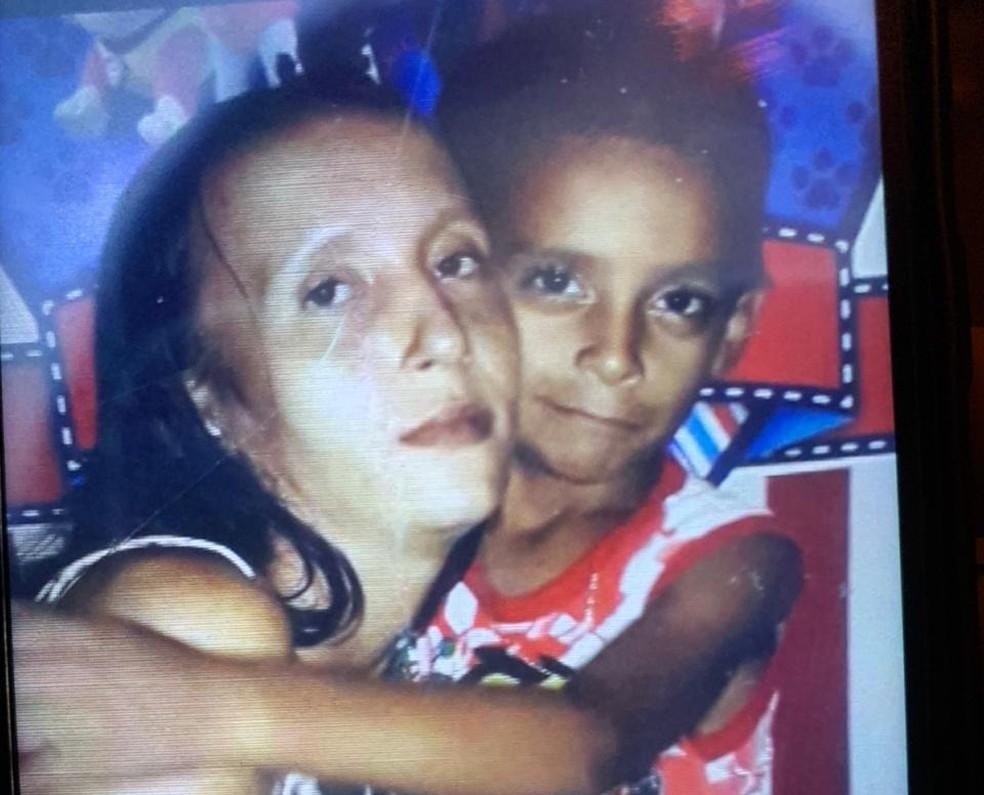 Mãe e filho foram encontrados mortos dentro de loteamento em Porto Velho.  — Foto: Reprodução/Arquivo pessoal