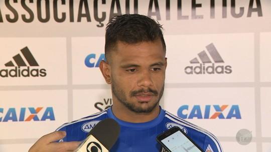 """Bob encerra novela com o São Paulo e garante que fica na Ponte: """"Estou feliz"""""""