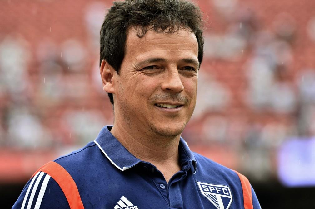 Fernando Diniz, do São Paulo, gosta que seus times tenham posse de bola — Foto: Marcos Ribolli