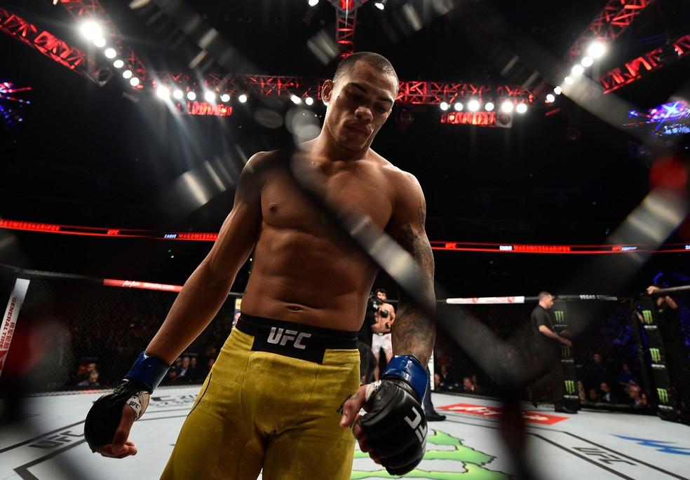 Sheymon Moraes quer acabar com a rotina de ter dois empregos para focar apenas no MMA (Foto: Getty Images)