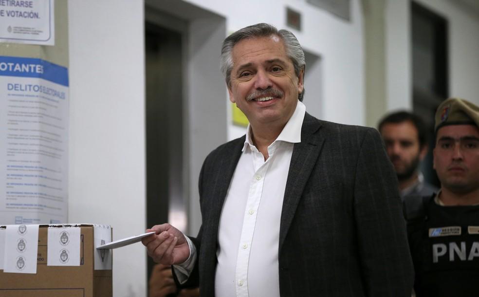 Alberto Fernández, candidato à Presidência na chapa em que Cristina Kirchner é vice, vota nas prévias na Argentina — Foto: Agustin Marcarian/Reuters