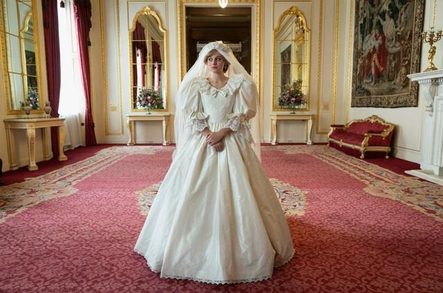 Emma Corrin em cena de 'The Crown' (Foto: Divulgação)