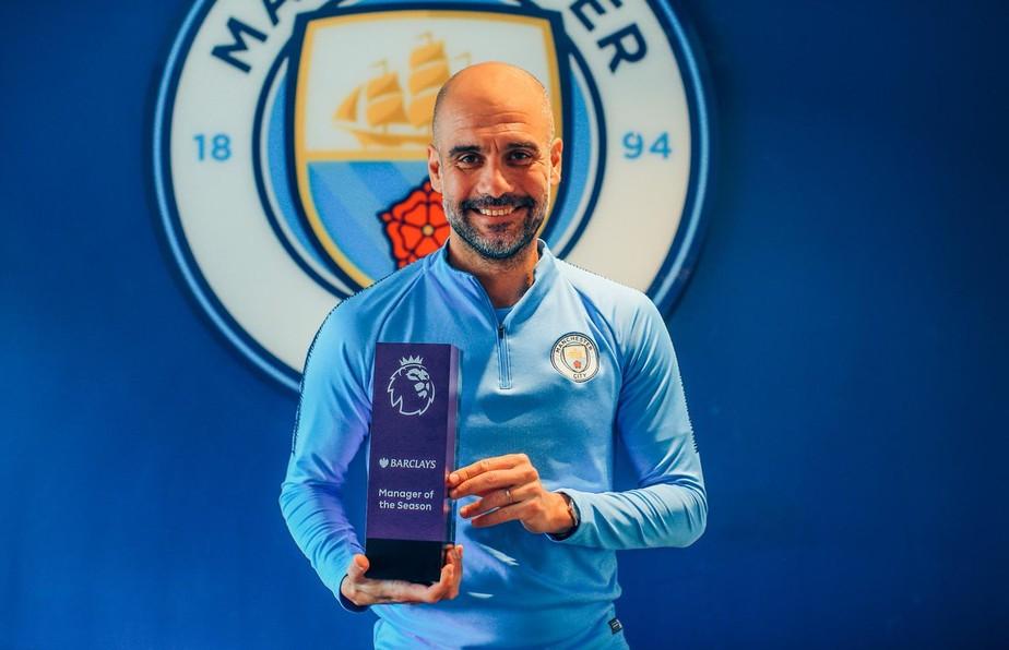 Guardiola vence Klopp e leva o prêmio de melhor treinador da temporada no Campeonato Inglês