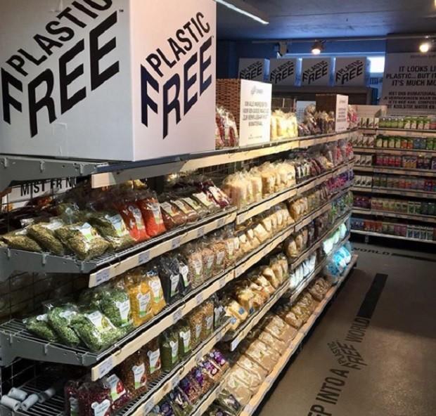 Corredor com produtos livre de plástico em loja de supermercados da Ekoplaza em Amsterdã  (Foto: Reprodução Instragram/@ekoplazabio)