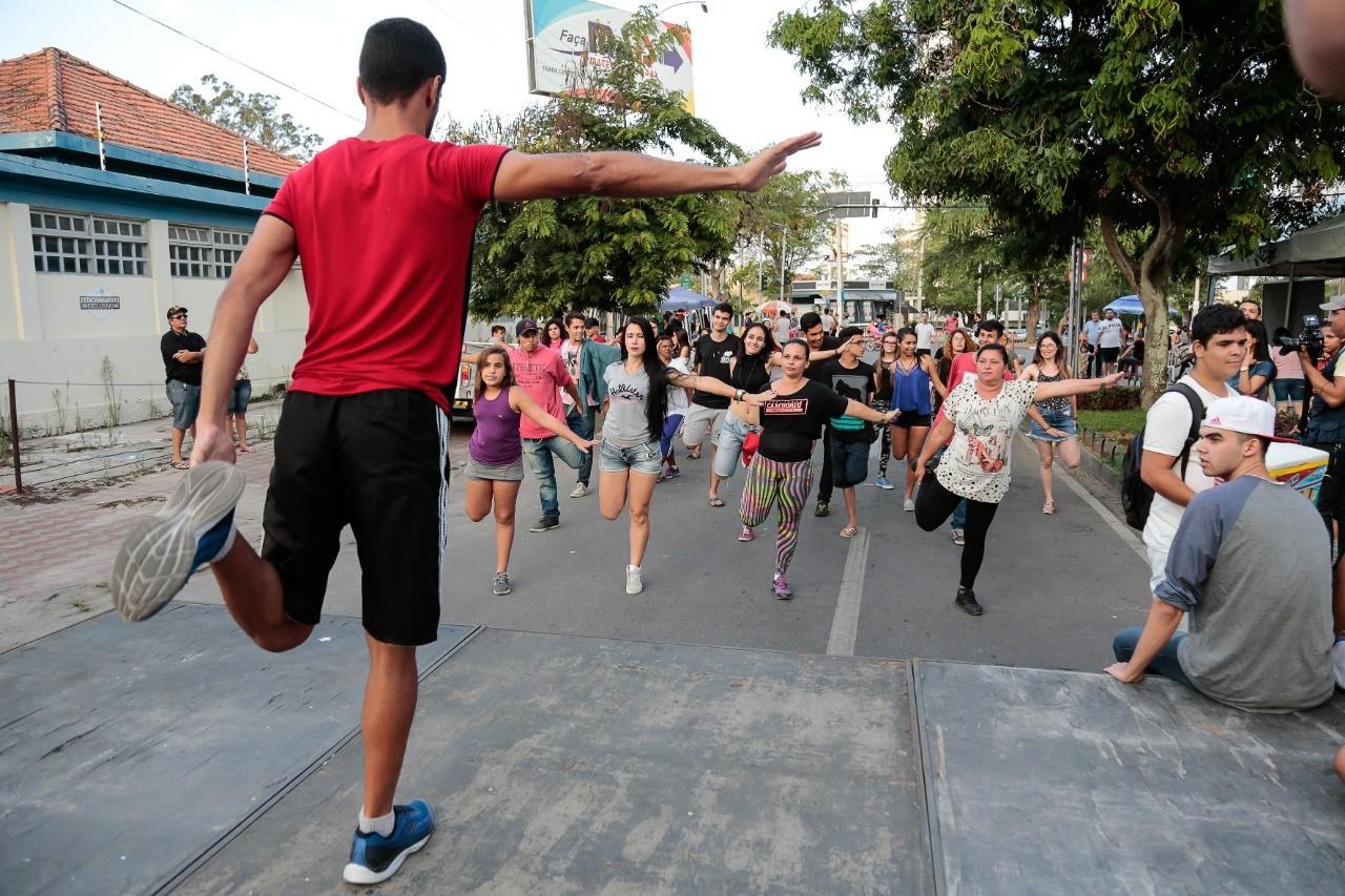Nossa Avenida promove atividades físicas na ciclofaixa de Caruaru  - Notícias - Plantão Diário