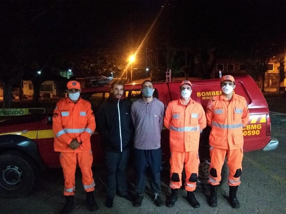 Bombeiros resgatam vítimas perdidas na trilha do Pico do Itaguaré, entre Marmelópolis (MG) e Passa Quatro (MG) — Foto: Corpo de Bombeiros de São Lourenço