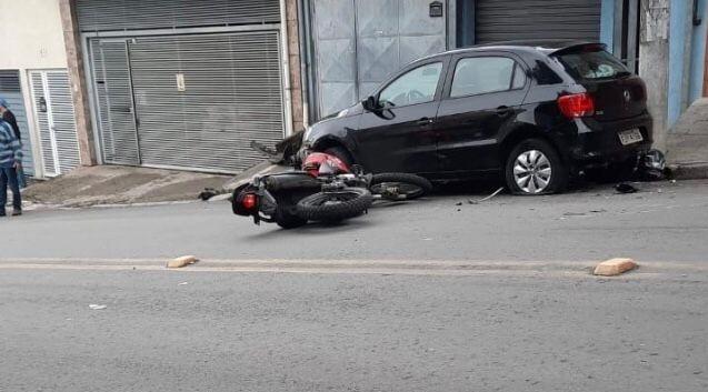 Motorista assaltado atropela dupla  que promovia arrastão em moto em Taboão da Serra, na Grande SP; veja vídeo