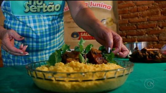 Concurso de Culinária: aprenda a fazer galinha de capoeira com polenta