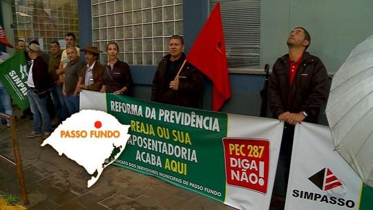 Manifestantes fazem protesto contra a reforma da Previdência no RS