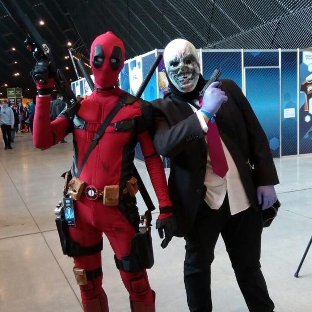 O herói Deadpool ao lado de personagem de Payday (Foto: Edson Caldas)