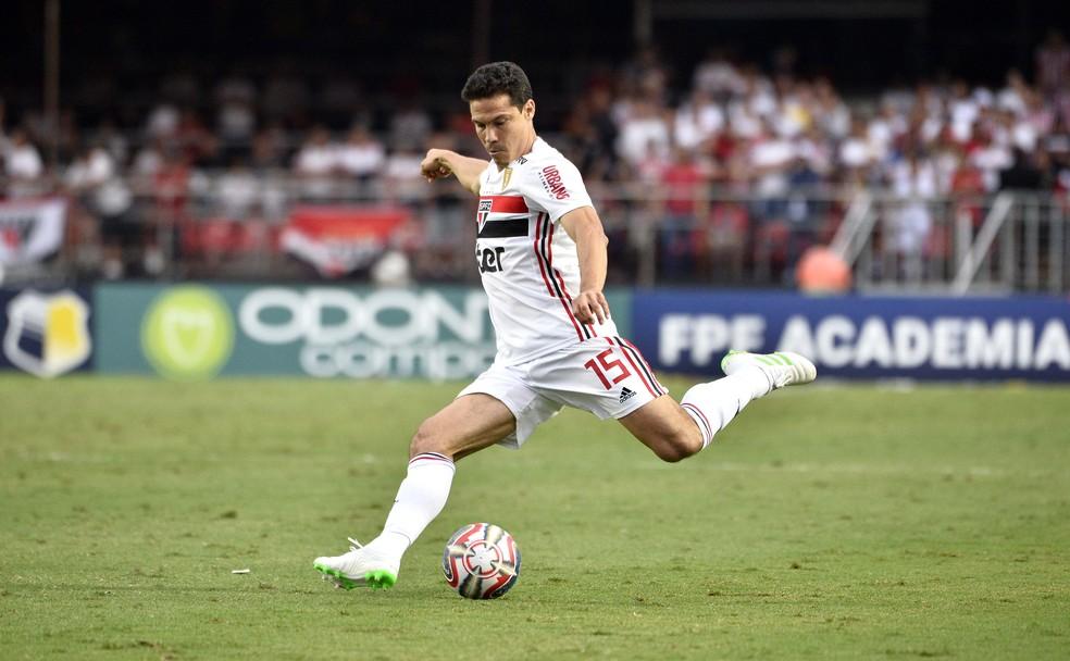 Hernanes entrou bem pelo São Paulo no segundo tempo do clássico — Foto: Marcos Ribolli