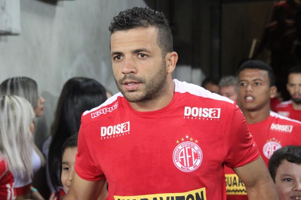 Lateral-esquerdo Rafael Estevam também fez acordo com o América-RN — Foto: Fabiano de Oliveira