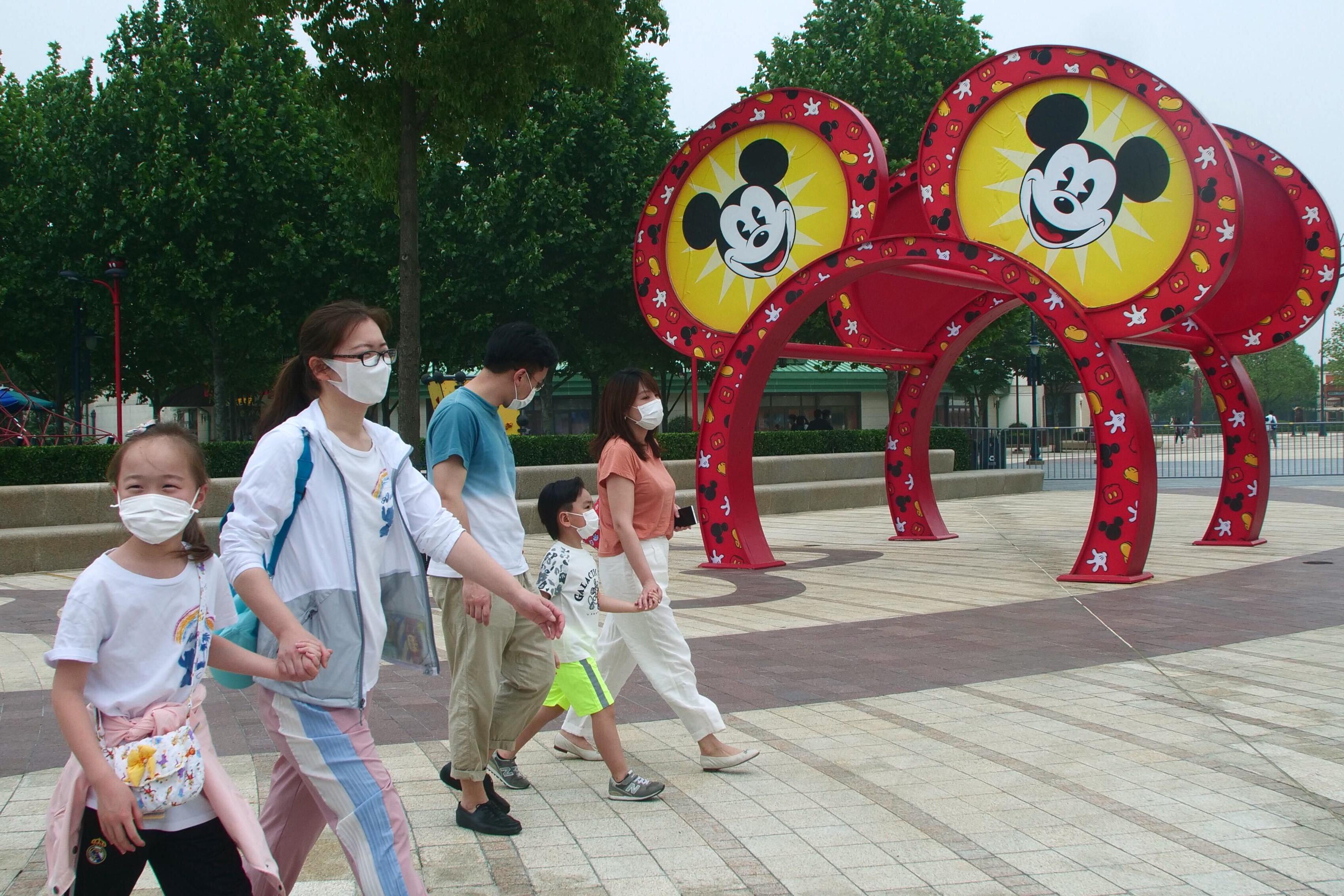 Com parques fechados, Disney demite 28 mil funcionários