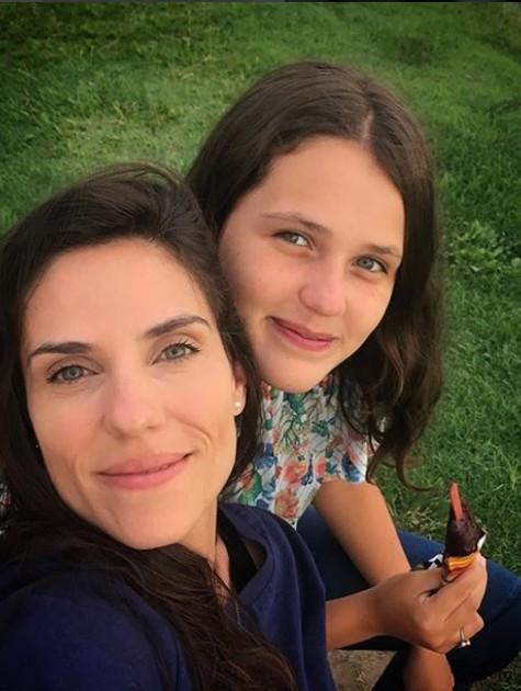 Rafaela Mandelli e a filha. Catarina (Foto: Reprodução / Instagram)