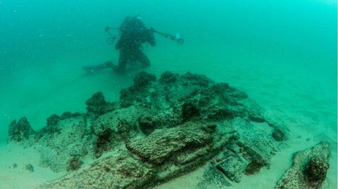Restos da embarcação e objetos localizados nas proximidades, segundo especialistas, estavam muito bem preservados (Foto: REUTERS/PREFEITURA DE CASCAIS/Via BBC News Brasil)