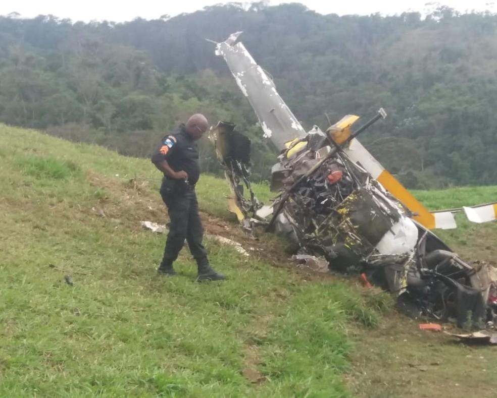 Dois homens morrem em queda de helicóptero em Rio Claro, no Sul do RJ — Foto: Redes sociais