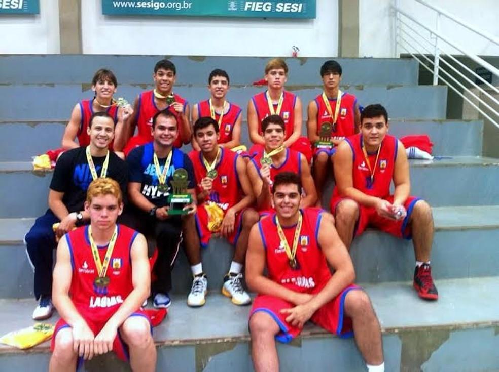 Meninos do basquete alagoano conquistaram bronze no Brasileiro sub-17 — Foto: Divulgação FAF