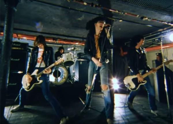 Ramones em ação no videoclipe inédito (Foto: reprodução)