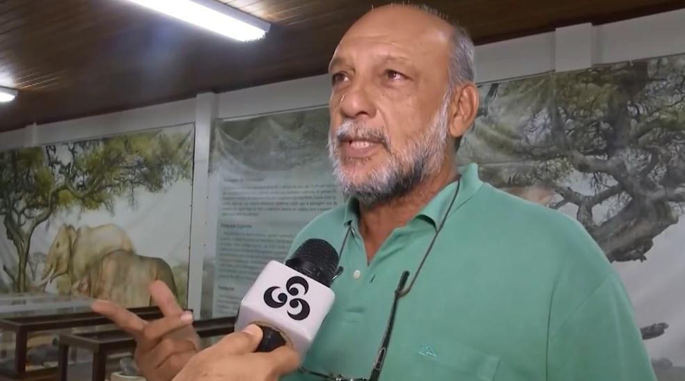 Jonas Filho é curador da exposição e diz que milhares de pessoas frequentam o local anualmente (Foto: Reprodução/Rede Amazônica Acre)