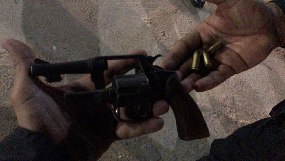 Arma foi apreendida com assaltante em Parnamirim, na Grande Natal. — Foto: PM/Cedida
