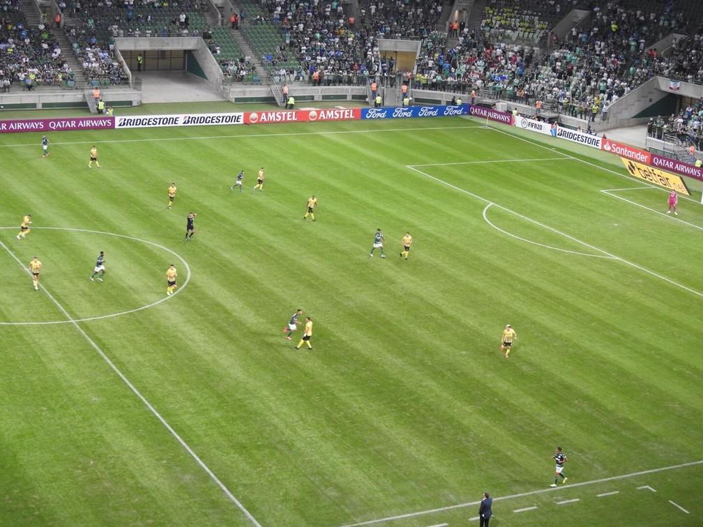 Dudu aberto no ataque do Palmeiras no primeiro tempo  — Foto: Felipe Zito