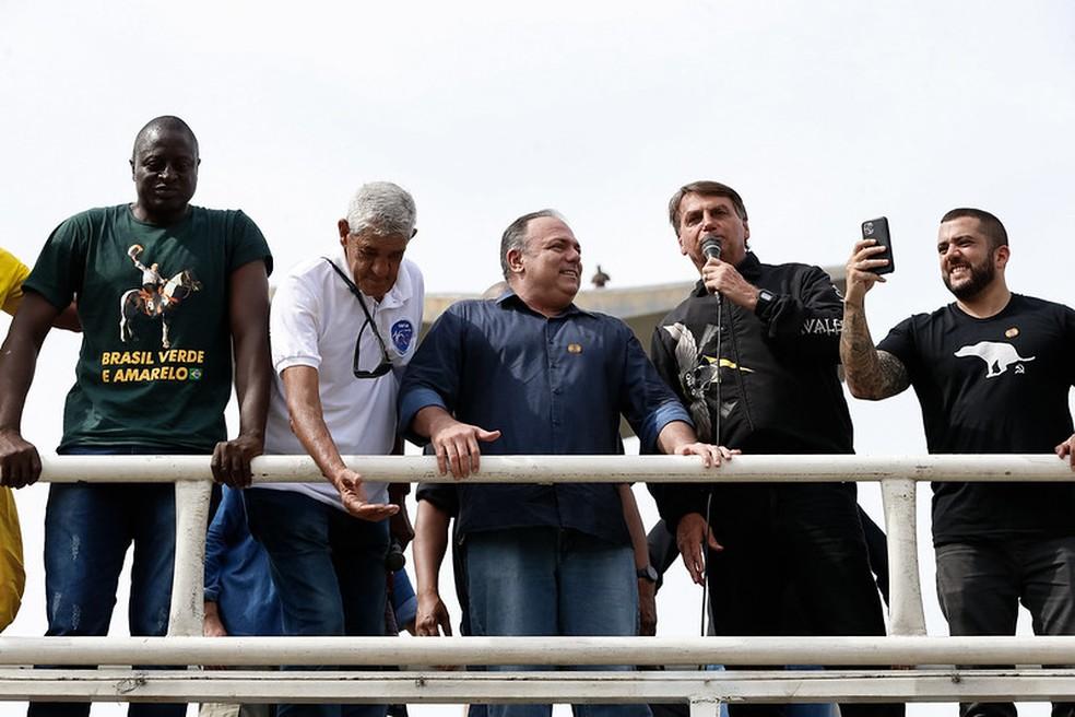 Bolsonaro com Pazuello durante passeio de moto na cidade do Rio de Janeiro no dia 23 de maio de 2021 — Foto: Alan Santos/PR