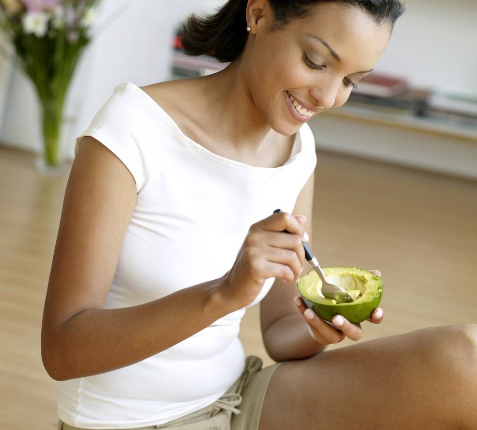Abacate ajuda a diminuir a absoração de colesterol no intestino delgado (Foto: Getty Images)