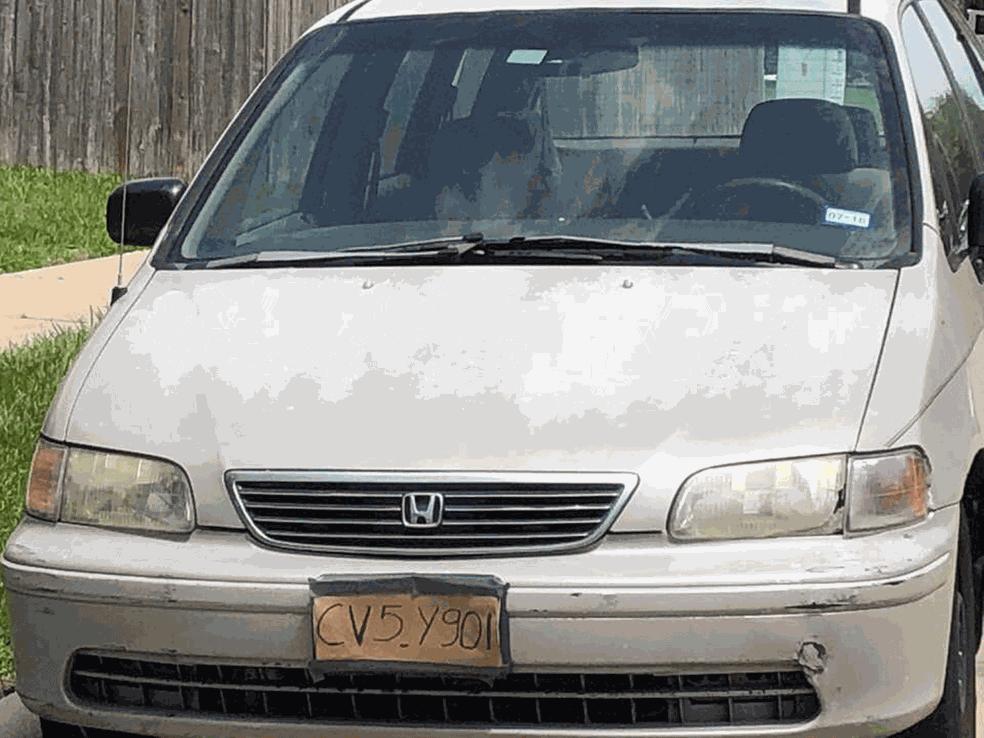 Carro com placa de papelão é flagrado no Texas (Foto: Constable Wayne Thompson/Facebook)