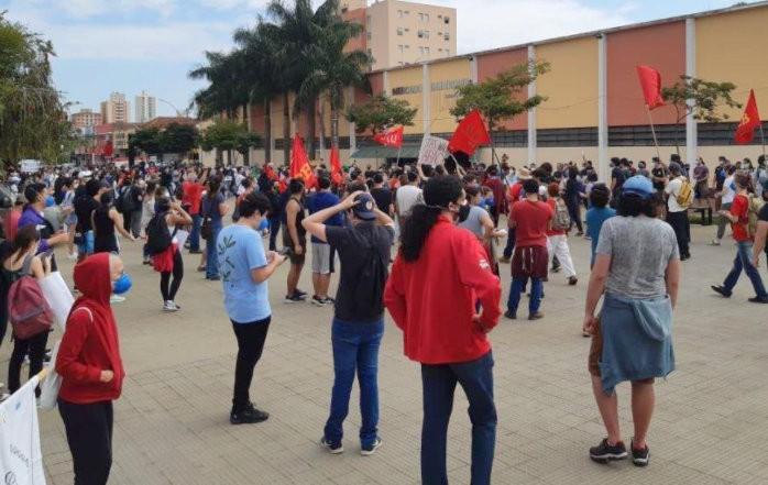 Manifestantes fazem protesto contra o presidente Jair Bolsonaro em São Carlos