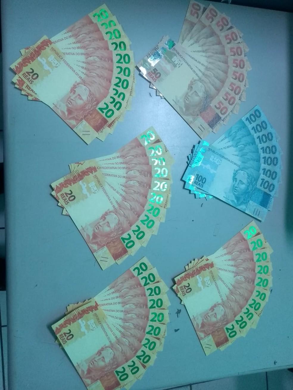 Suspeitos recebem dinheiro falso pelos Correios no Ceará. — Foto: PF-CE/ Divulgação