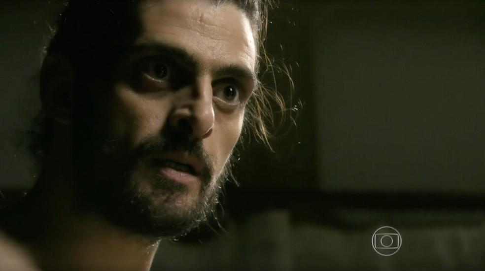 Jairo (Julio Machado) vai ficar nu na frente de Cora (Drica Moraes) em 'Império'  — Foto: Globo