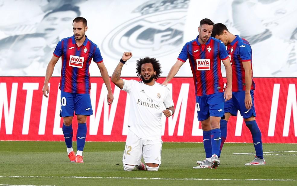 "Marcelo ""comemora"" o gol contra o Eibar — Foto: Reuters"