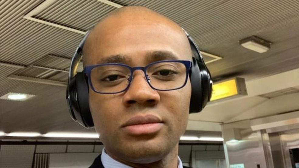 """""""A sensação é de que não importa o quão bom eu seja no que eu faço, não posso crescer por ser estrangeiro ou por ser negro"""", diz nigeriano Samuel Lawrance — Foto: Arquivo pessoal/BBC"""