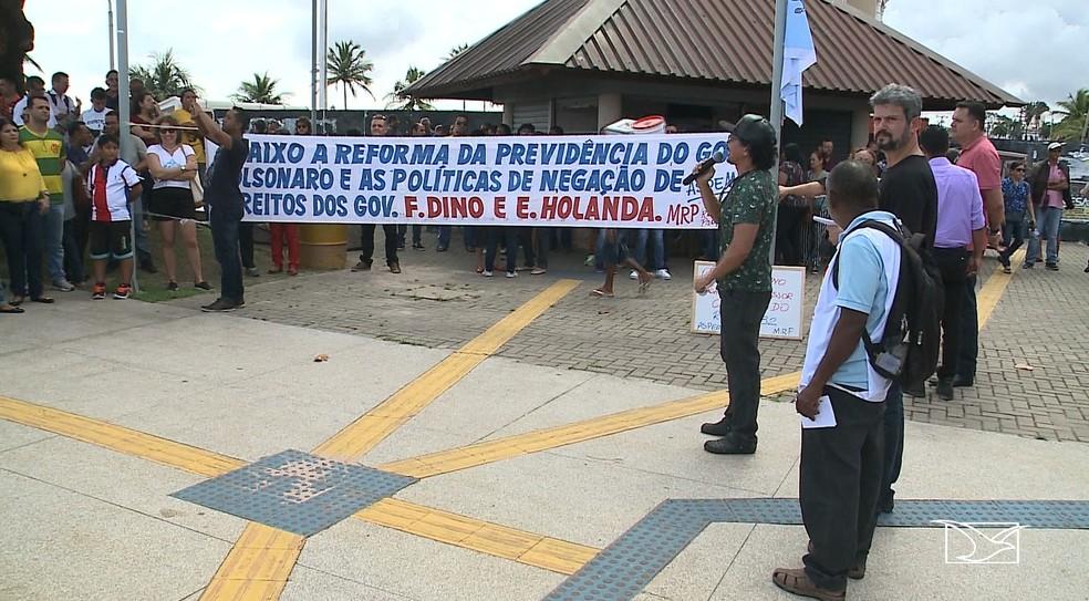 A categoria se reuniu para protestar contra o Governo do Estado, que segundo eles, não está cumprindo o reajuste salarial de 4% — Foto: Reprodução/TV Mirante