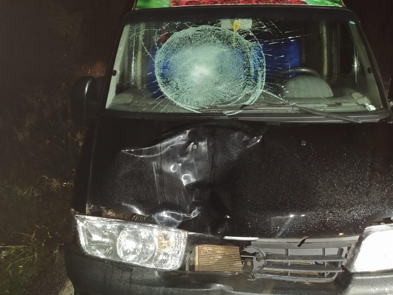 Homem morre atropelado por van na BR-467, em Cascavel