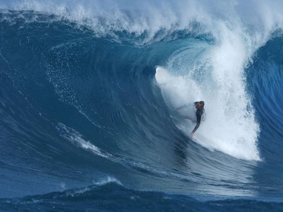 Ex-top sofre acidente no Havaí, desmaia, tem convulsão e é salvo por brasileiro