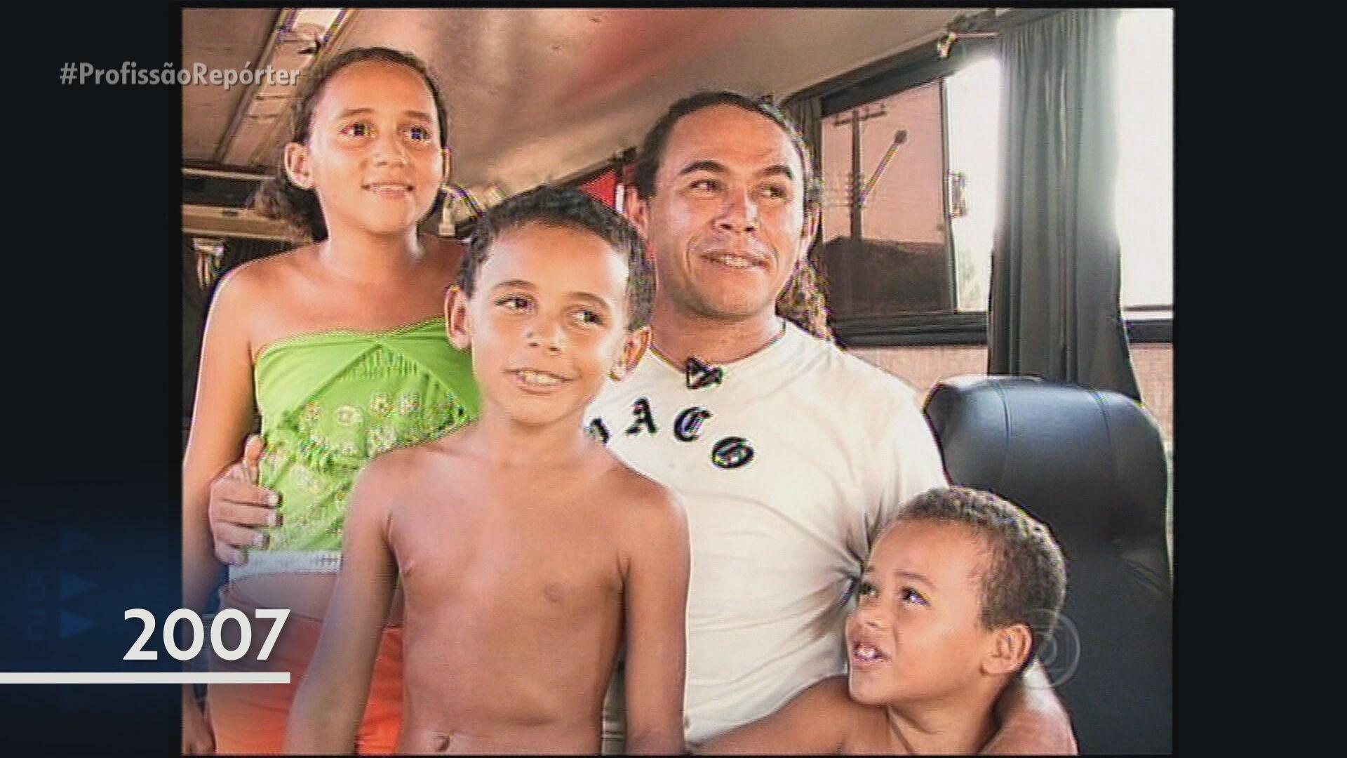 Filhos de Cruz Gago se emocionam ao rever reportagem do pai no Profissão Repórter
