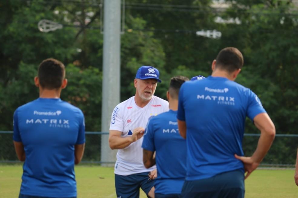 Mano Menezes em treino do Bahia — Foto: Bruno Queiroz / EC Bahia