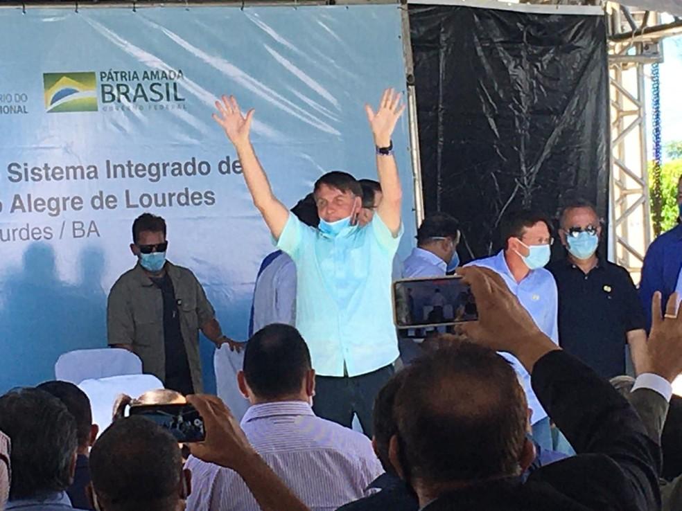 Bolsonaro chega a Campo Alegre de Lourdes — Foto: Joyce Guirra/TV São Francisco