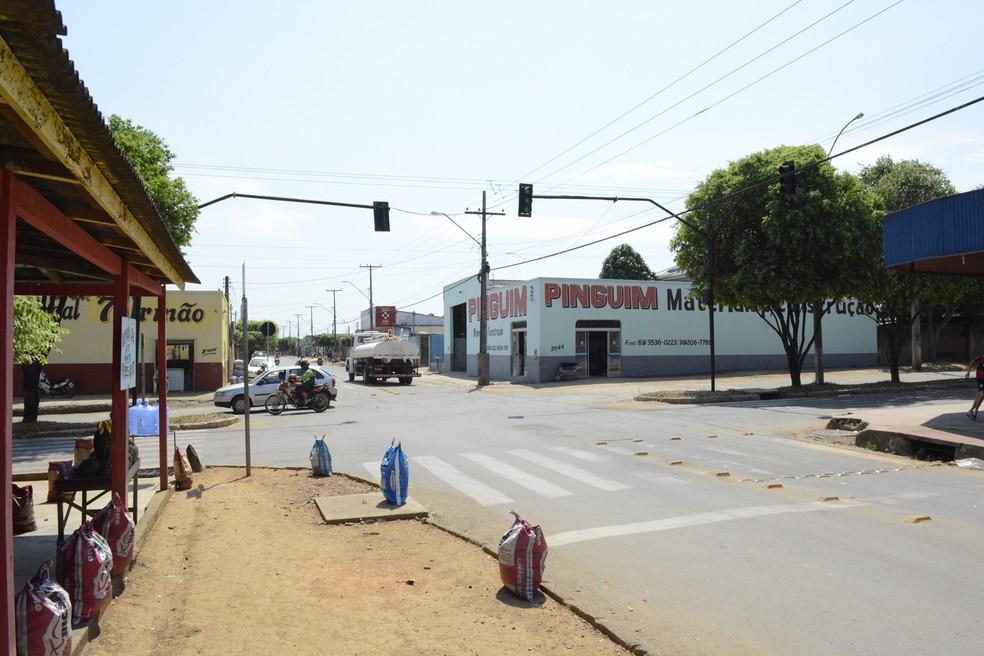 Placas reservas foram colocadas nos equipamentos, mas elas também queimaram, diz Semust (Foto: Jeferson Carlos/G1)