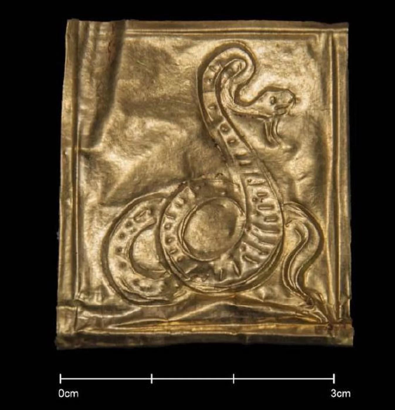 Uma das ilustrações mostra uma cobra, que é vista por muitos como representação de renascimento (Foto: Ministério de Antiguidades do Egito)