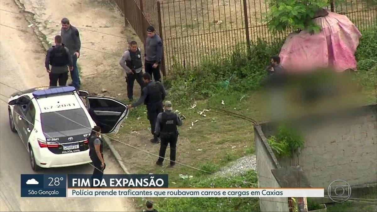 Polícia faz operação em Duque de Caxias, RJ, para desarticular quadrilhas de roubo de carga - G1