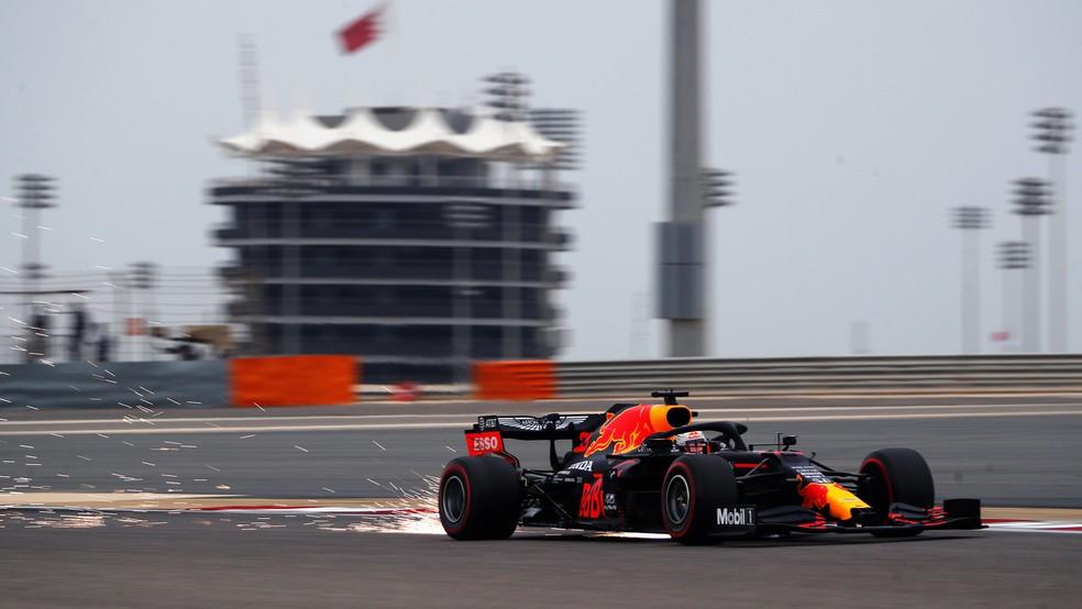 Max Verstappen durante o terceiro treino livre no Barein — Foto: Divulgação