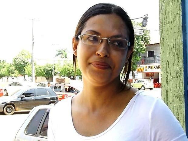 """ENEM 2015 - SÁBADO (7) - JI-PARANÁ (RO) - Rosângela Almeida chegou atrasada porque esqueceu a caneta preta e precisou ir buscar. """"Qualquer vaga pra mim estava boa, eu só queria entrar na universidade. Ano que vem estou de volta"""", diz (Foto: Samira Lima/G1)"""