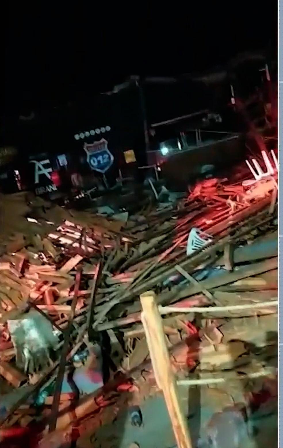 Teto de casa de festa desaba e deixa feridos em Esperantinópolis — Foto: Reprodução/TV Mirante