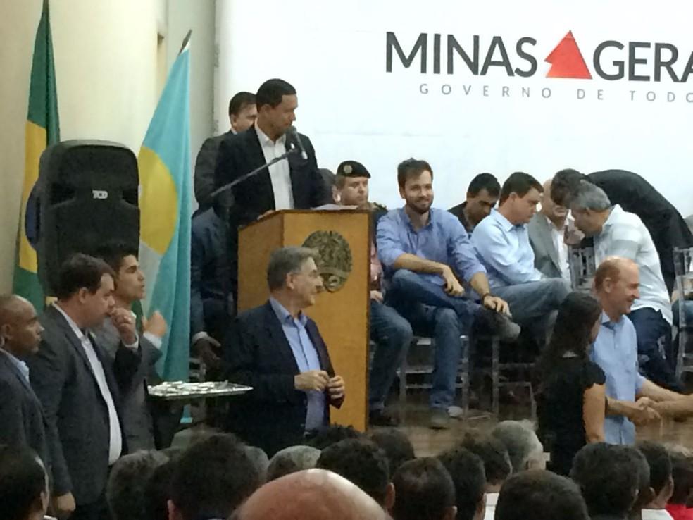 Evento marcou entrega de tratores para municípios e associações (Foto: Pablo Caires/Inter TV Grande Minas)
