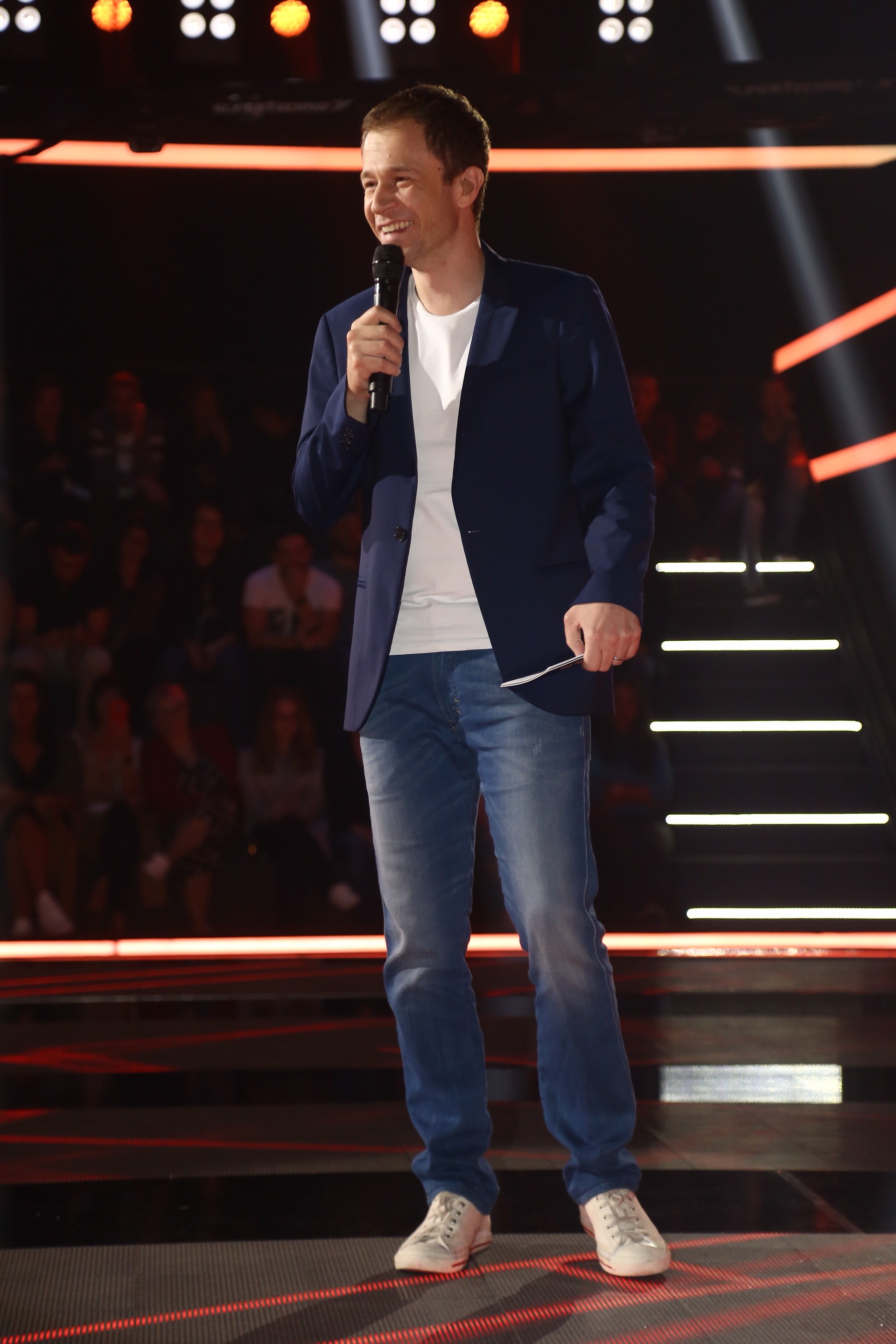 Tiago Leifert nas gravações do The Voice (Foto: AgNews)