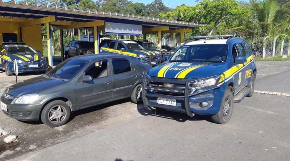 Suspeito foi preso dirigindo carro da vítima — Foto: Divulgação/PRF