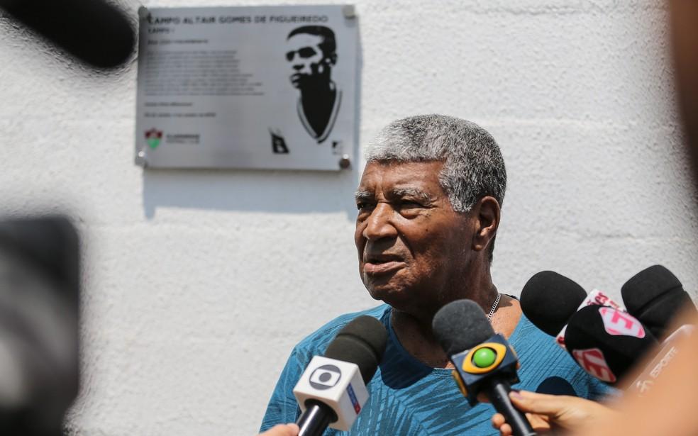 Jair Marinho em evento para homenagear o também ídolo tricolor Altair — Foto: Lucas Merçon / Fluminense FC